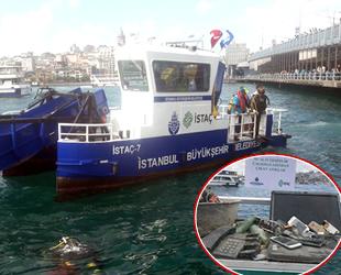 Eminönü sahilinde dalgıçlar denizde çöp topladı