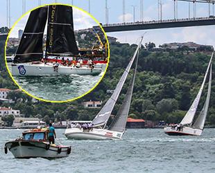 İstanbul Boğazı'nda yelkenliler, görsel şölen sundu