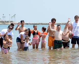 Mersin'de özel çocuklar ilk kez denizle buluştu