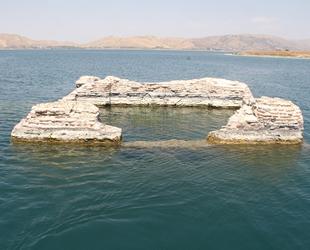 Su seviyesi yükseldi, batık şehrin surları su altında kaldı