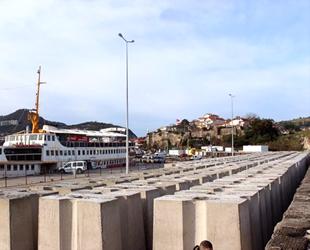 Amasra Limanı'nda mendirek çalışması devam ediyor