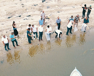 Manisa'daki baraj gölü ve göletlere 100 bin adet balık bırakıldı