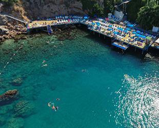 'Mavi Bayraklı' falez plajları, tatilcilerin gözdesi oldu