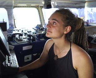 Göçmenleri Lampedusa Adası'na bırakan kaptan 4 saat sorgulandı