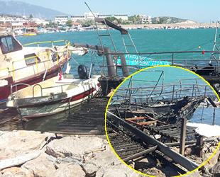 Karaburun'da balıkçı barınağındaki 4 tekne yandı
