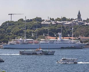 'Club Med 2' isimli yolcu gemisi, Sarayburnu'na demir attı