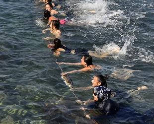 Muratpaşa Belediyespor Yıldız Kadın Hentbol Takımı, denizde antrenman yaptı