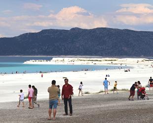 Salda Gölü turist sayısında rekora koşuyor