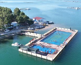 Keban Barajı üzerindeki Olimpik 'Yüzer Havuz' yoğun ilgi görüyor