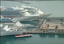 Kuşadası'na cruise gemisi akıyor