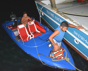Denizde mahsur kalan gençleri balıkçılar kurtardı