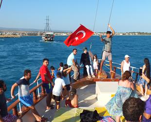 Mersin'de tatilciler yat turlarına yoğun ilgi gösteriyor
