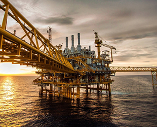 Küresel petrol arzı Temmuz ayında azaldı