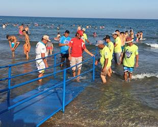 Mersin Yemişkumu Halk Plajına 'engelli rampası' yapıldı