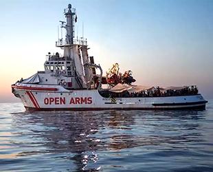 Kurtardığı göçmenlerle denizde seyreden gemi için İspanya'dan teklif geldi