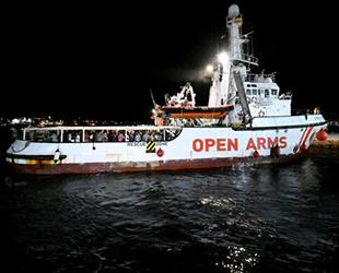 100 göçmen, 19 gün sonra karaya ayak bastı