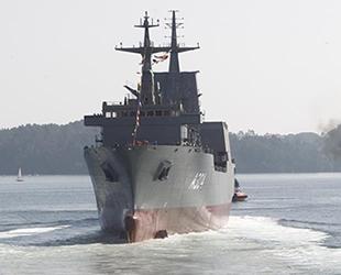 Avustralya, 'İkinci Açık Deniz İkmal Gemisi'ni denize indirdi
