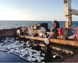 Şile'de karaya oturan 'Natalia' isimli gemideki fuel oil sızıntısı önlendi