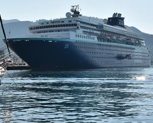 'Horizon' isimli yolcu gemisi, Marmaris'e demir attı