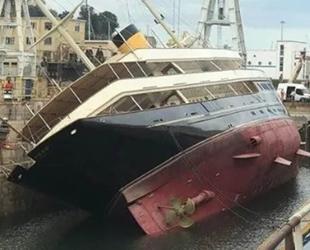 'Nero' isimli lüks yat, Cenova Limanı'nda devrildi