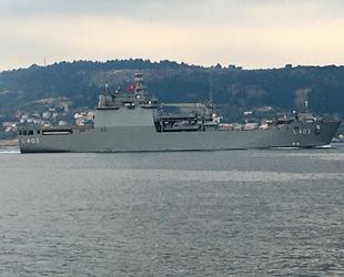 Nusret Mayın Gemisi, TCG Sancaktar Gemisi'ni Boğaz geçişinde selamladı