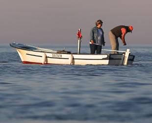 Akçakocalı balıkçılar havanın soğumasını bekliyor