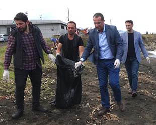 Akçaabat sahili çöplerden temizledi