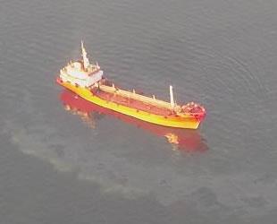 İzmit Körfezi'ni kirleten gemilere 9 milyon 884 bin lira ceza kesildi