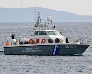 Yunan Sahil Güvenlik teknesi, düzensiz göçmen taşıyan bot ile çatıştı