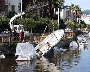 Marmaris Balıkçı Barınağı'nda 15 tekne hasar gördü