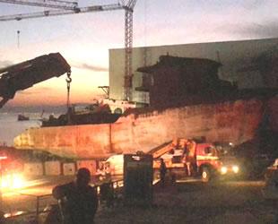 Yalova'da tersanede tamir gören gemide yangın çıktı