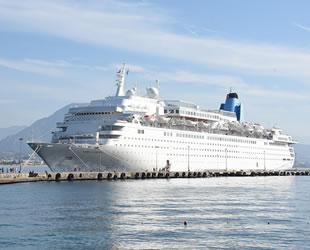 'Marella Dream' isimli yolcu gemisi, Alanya'ya demir attı