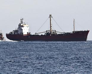 Türk gemileri, Akdeniz'de göçmen kamplarına dönüştü