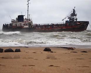 'Delfi' isimli tanker, Odessa'da karaya oturdu