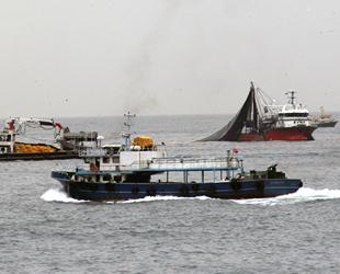 Balıkçı tekneleri, Giresun açıklarında görsel şölen oluşturdu
