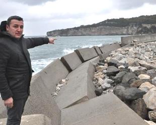 Amasralı balıkçılar, yıkılan mendireğin onarılmasını istiyor