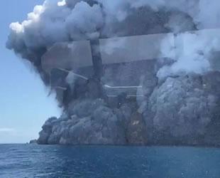 Whakaari Yanardağı patladı, insanlar mahsur kaldı