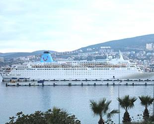'Celestyal Crystyal' yolcu gemisi, Kuşadası'na geldi