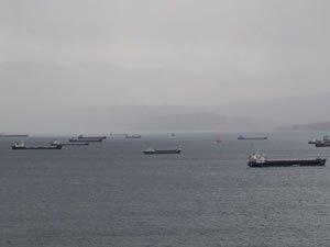 Fırtınadan kaçan gemiler Sinop doğal limanına sığındı
