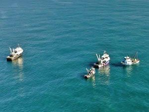 Kaybolan balıkçıların arama çalışmaları 3'üncü günde de devam ediyor