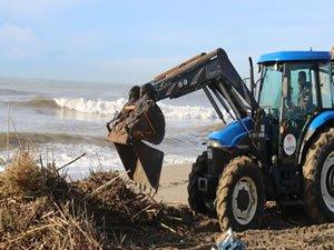 Alanya Turistik İşletmeciler Derneği sahilleri temizliyor