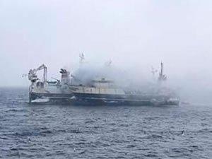 Yangın çıkan balıkçı teknesindeki 47 mürettebat tahliye edildi