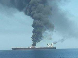 Birleşik Arap Emirlikleri açıklarındaki petrol tankerinde yangın