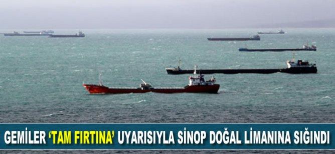 Yük gemileri Karadeniz'de 'tam fırtına' uyarısıyla Sinop doğal limanına sığındı