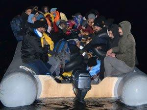 Sahil Güvenlik ekipleri 64 düzensiz göçmeni yakaladı