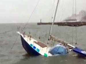 Kırım'daki fırtınada Karadeniz kıyısındaki tekneler battı