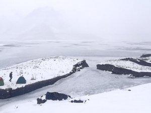 Adıyaman'ın yüzen adaları buz tuttu