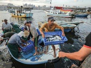İsrail, Gazze'de avlanma mesafesini yeniden 15 mile çıkarıyor
