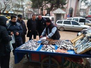 Fırtına, balık fiyatlarını artırdı