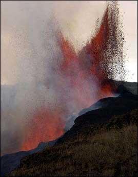 Sierra Negra'dan lav akıyor